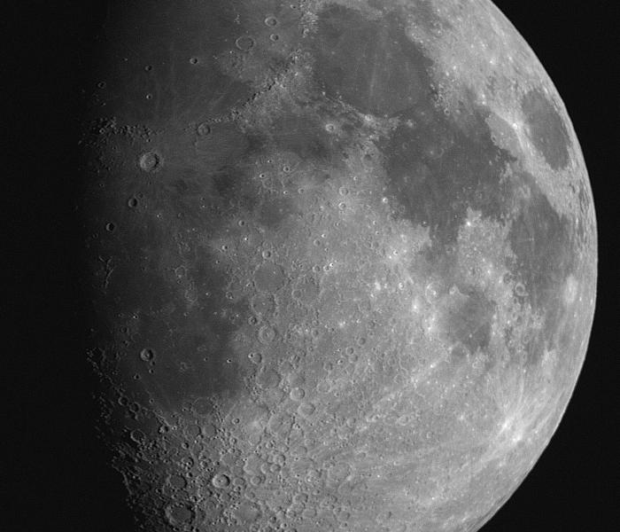La Lune au 5D derrière le C8. Photo prise le 26/12/2009.
